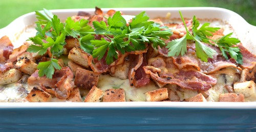 Svampgratinerad squash med bacon och krutonger