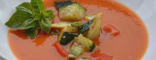 """Tomatsoppa med """"grönsaksfyllning"""""""