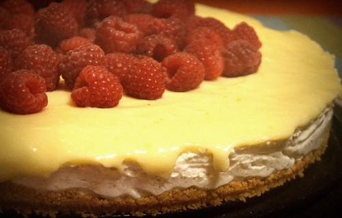 Frusen cheesecake med lemoncurd och hallon