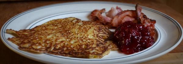 Raggmunkar med bacon och lingon