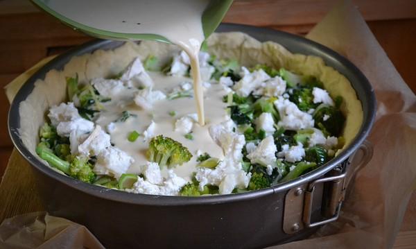 Broccolipaj med purjo och getost
