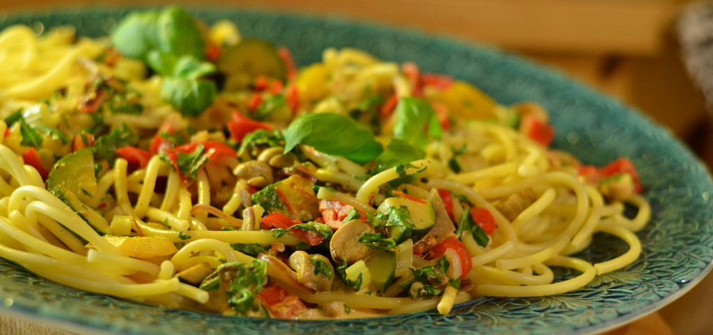 Krämig pasta med grönsaker
