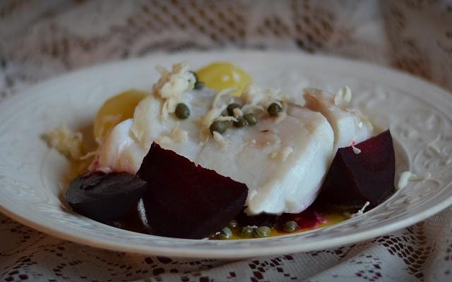 Torsk med rödbetor, brynt smör och pepparrot