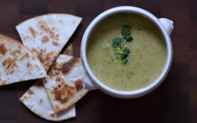 Broccolisoppa med ostquesadillas