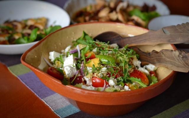 Couscoussallad med nektariner, fetaost och örtsås