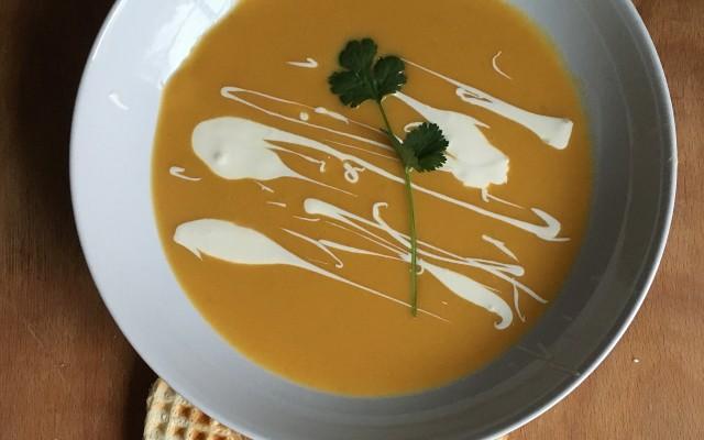 Morotssoppa med citron och ingefära