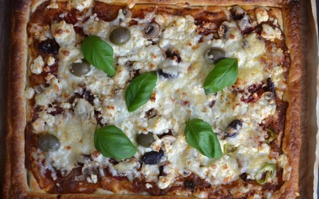 Smördegspizza med salami