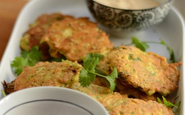 Fishcakes, nudelsallad och dippsås