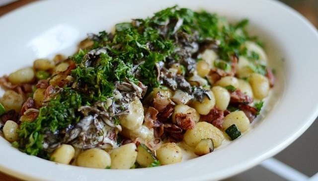 Gnocchi med bacon och svamp