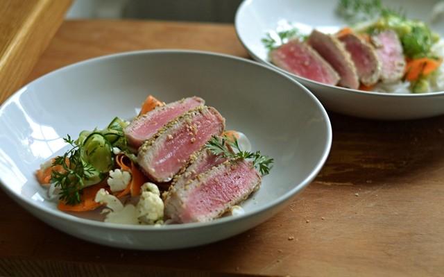Asiatisk tonfisk med nudelsallad