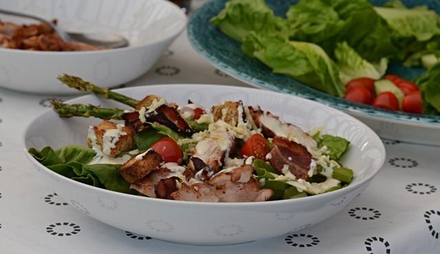 Caesarsallad med kyckling och underbar dressing