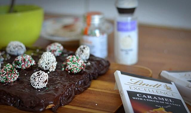 Chokladtårta med mandelmassa och tryfflar