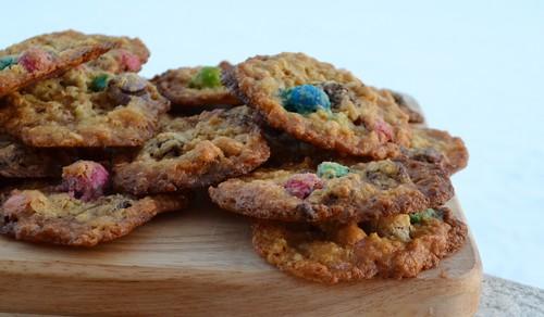Cookies med jordnötter och M&Ms