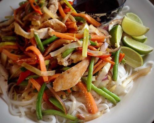 Wok med kyckling och grönsaker