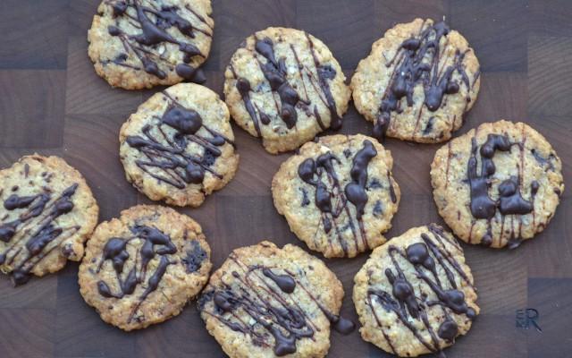 Mumsiga kakor med nötter och choklad och klassiska syltkakor!