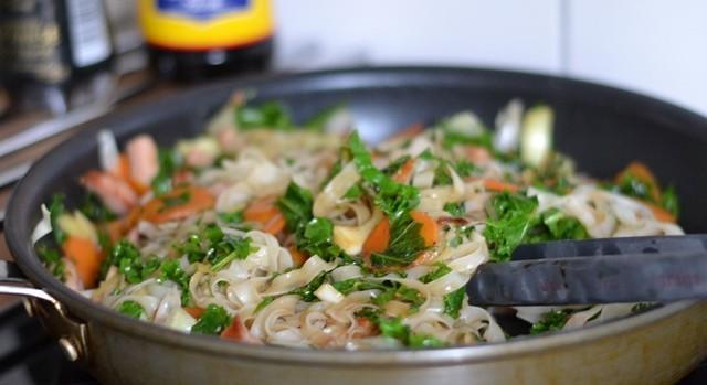 Wok med kassler och grönkål