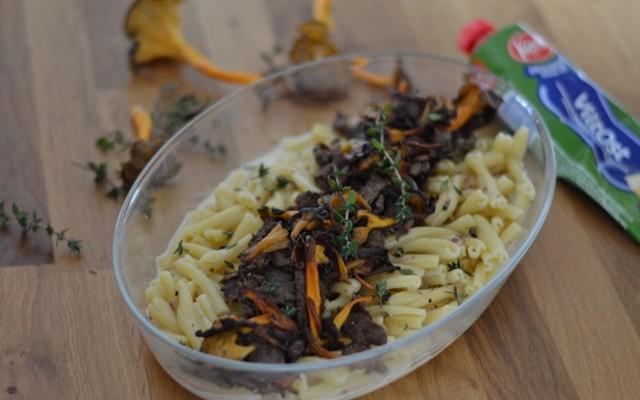 """""""Vild pasta"""" med skav, svamp och ostsås"""