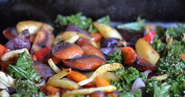 Korvplåt med grönsaker och vitlökssås